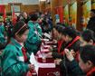 女主播电台赠万本《雷锋日记》练字帖进杭城校园